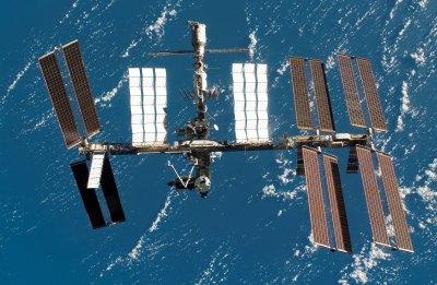Солнечные батареи обеспечивают электроэнергией МКС
